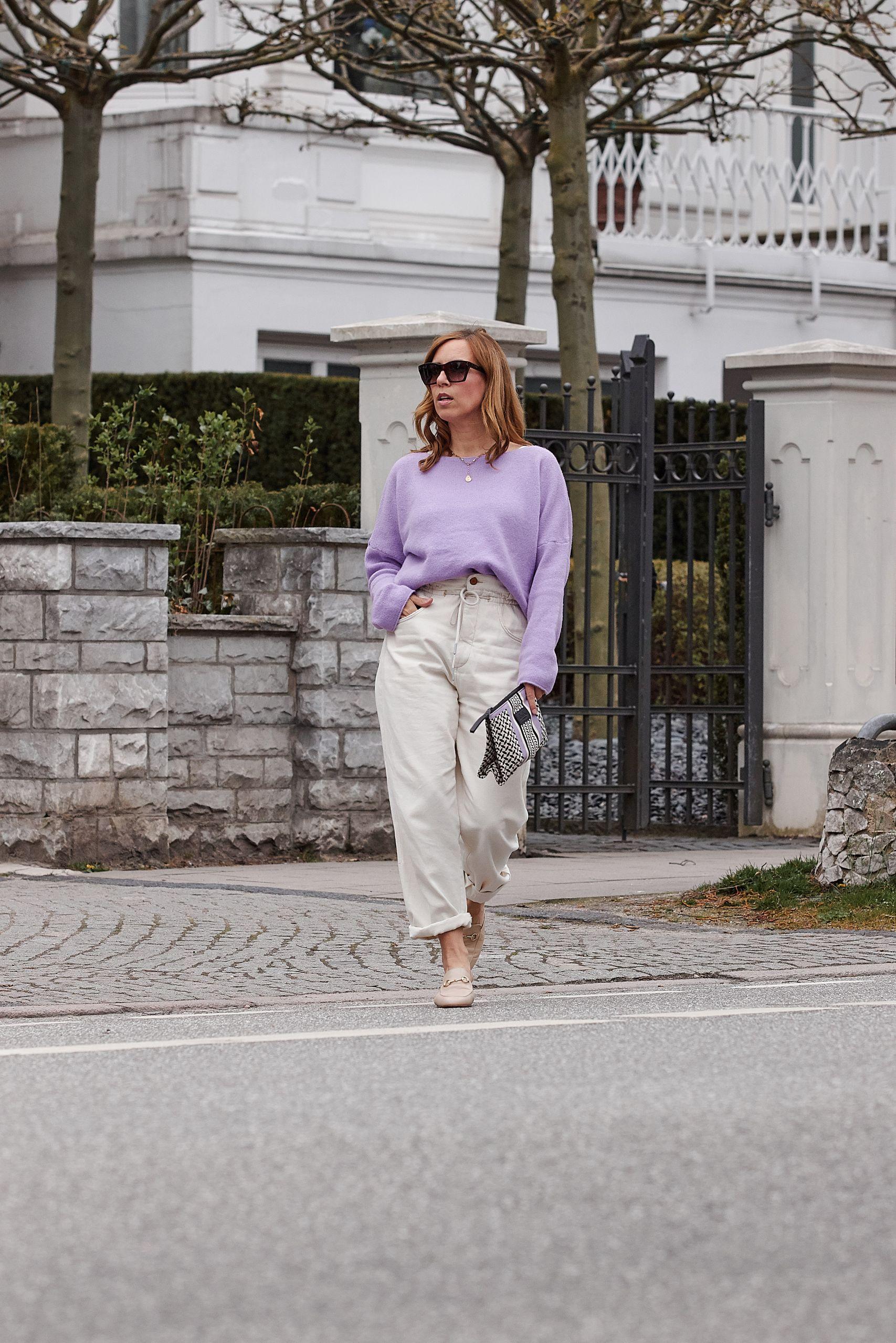 Closed Mom Jeans und Pullover in lila kombinieren