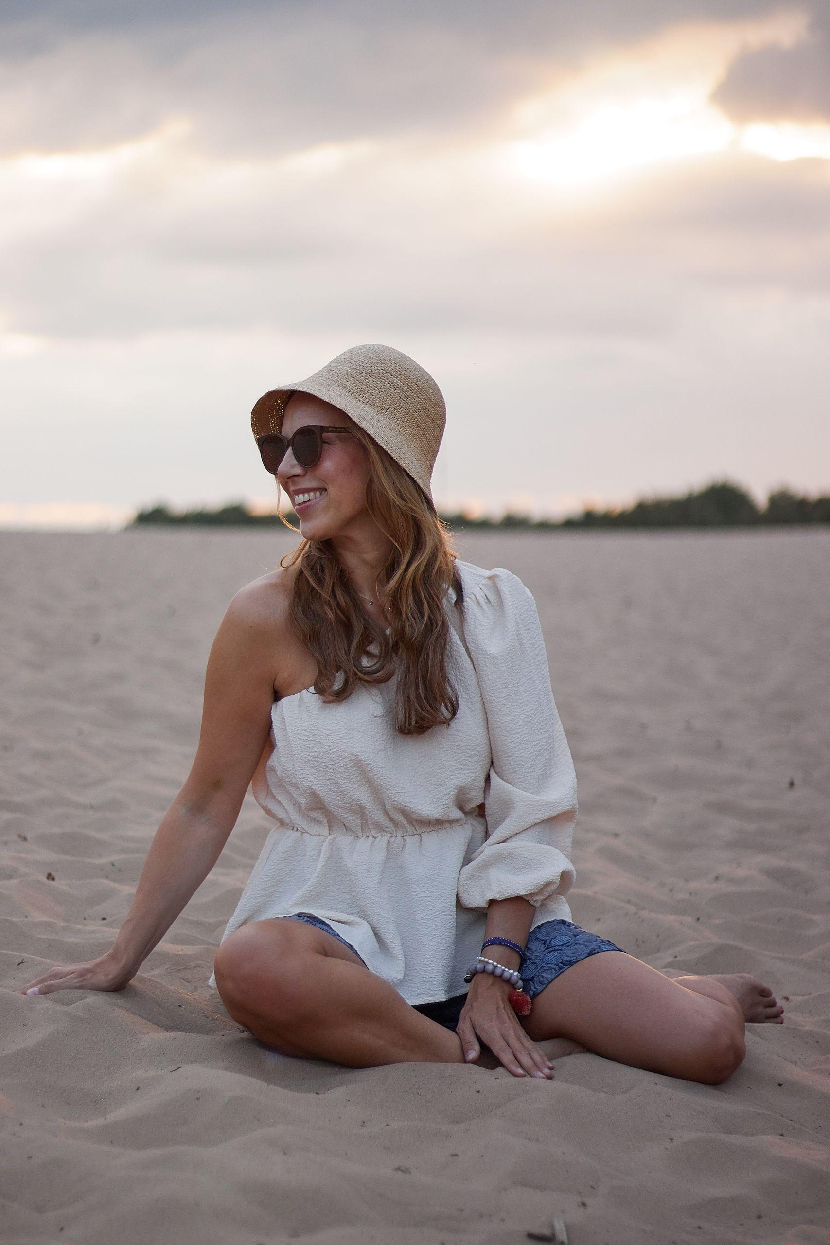 Impressionen Shop Sienna One Shoulder Bluse und Jacquard Shorts zum Strohhut