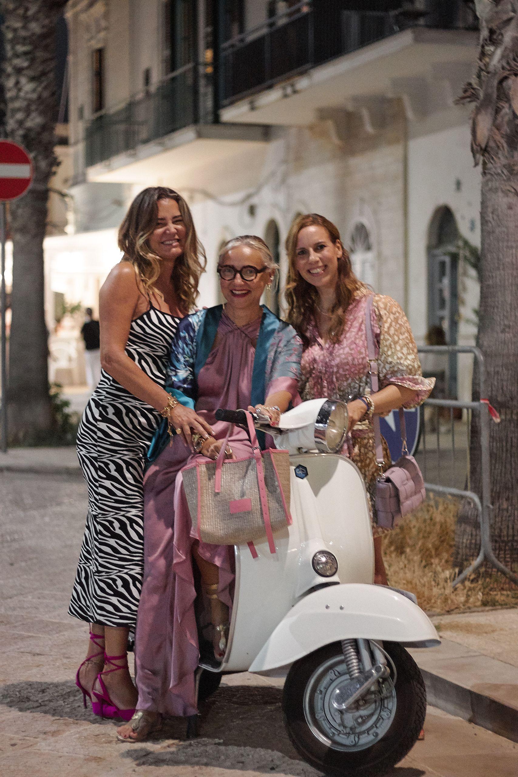 juliet dunn minikleid im leopardenprint zur ledertasche von settimo cielo bologna mit Silvia Berri in Savellestri