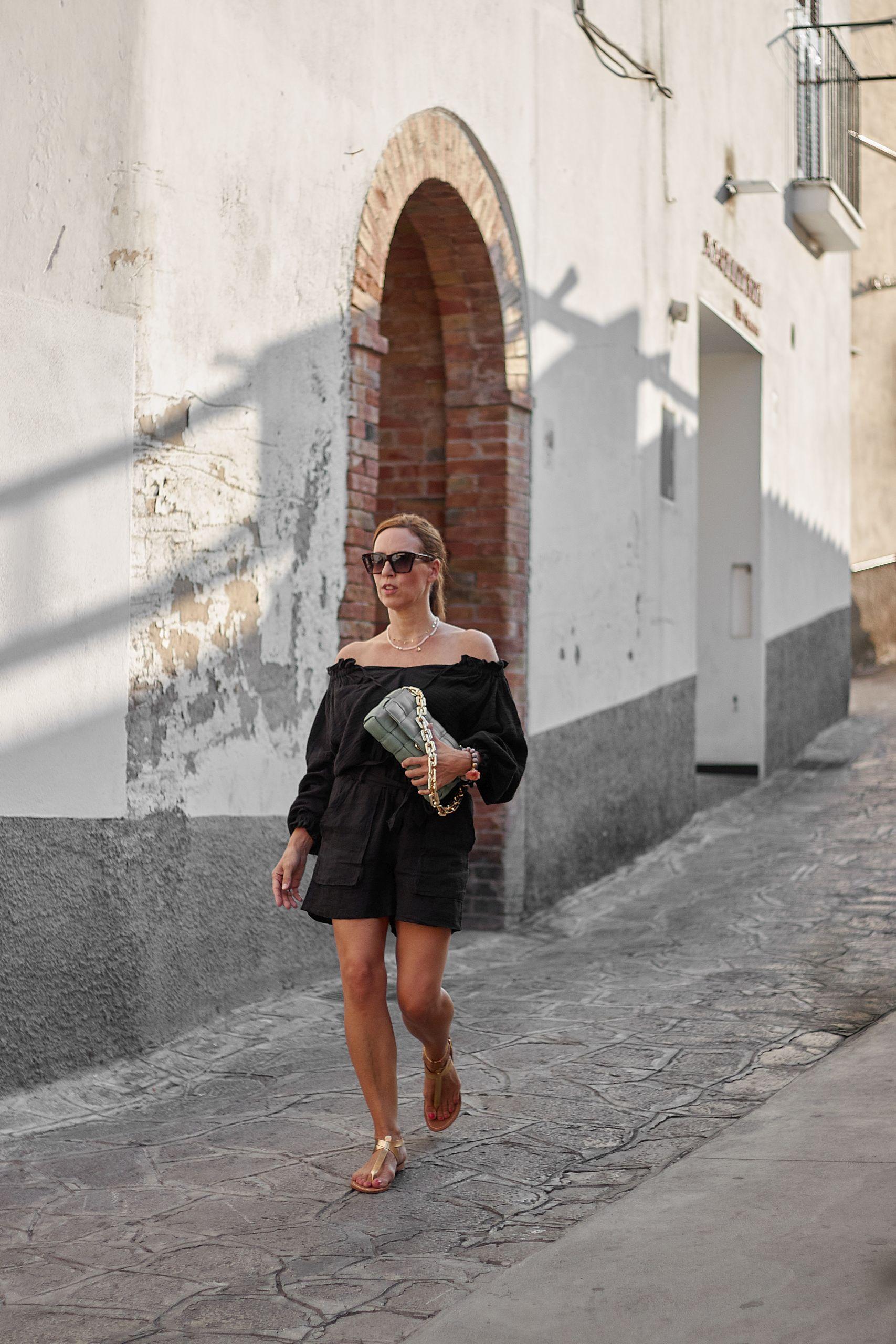 Carmenbluse zur Leinenshorts von Liberty Woman Online in Ravello