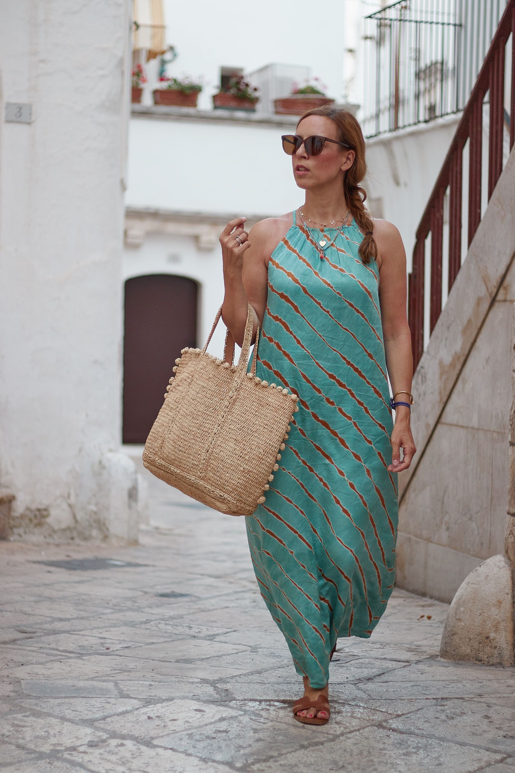 Maison Hotel Kleid zur Ledertasche von Settimo Cielo in Locorotondo in Apulien