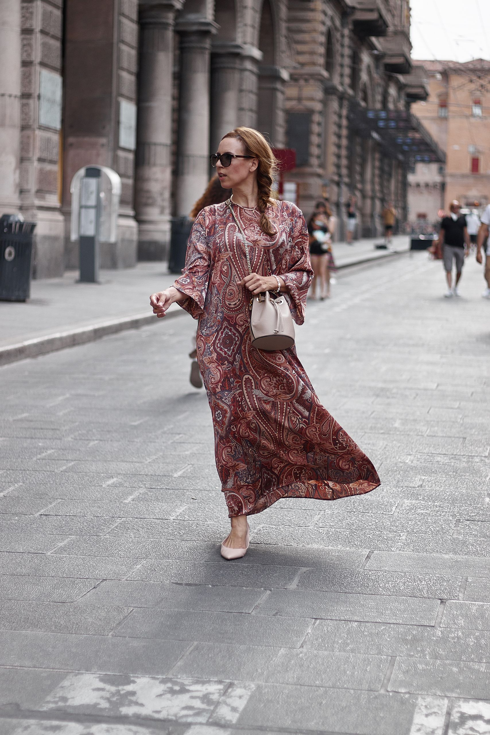 Settimo Cielo Bologna Kleid zu Ballerinas und Beuteltasche