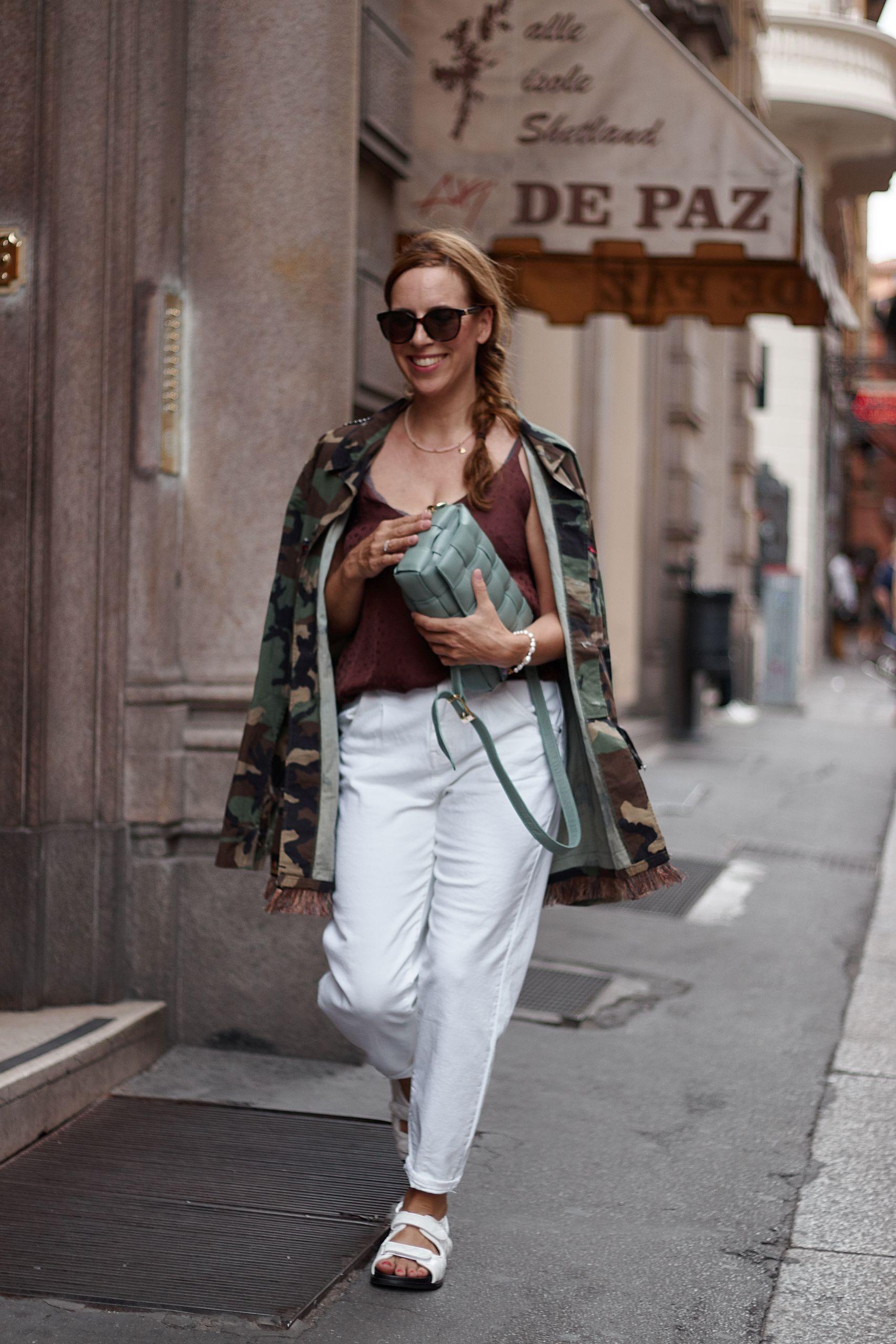 Settimo Cielo Bologna Military Jacket zu Jeans und Tracking Sandalen