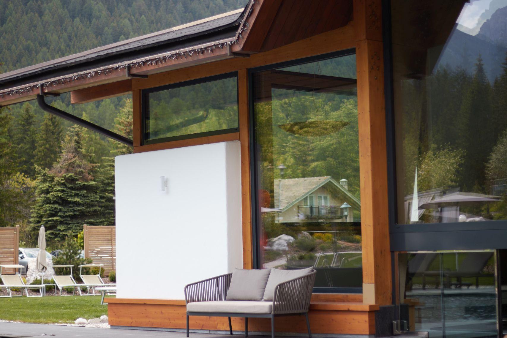 Ausblick auf Außenanlage des Bad Moos Dolomites Spa Resort