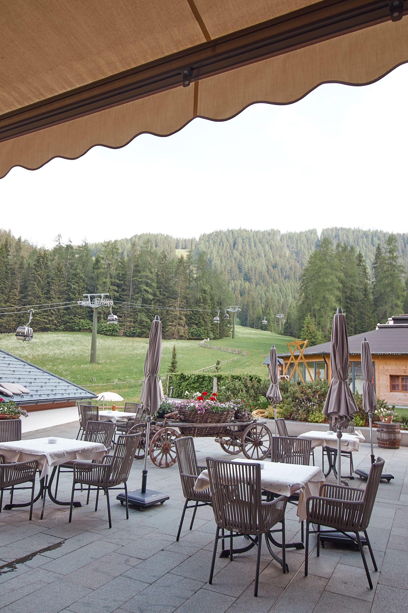 Bar Terrasse im Bad Moos Dolomites Spa Resort in Sexten