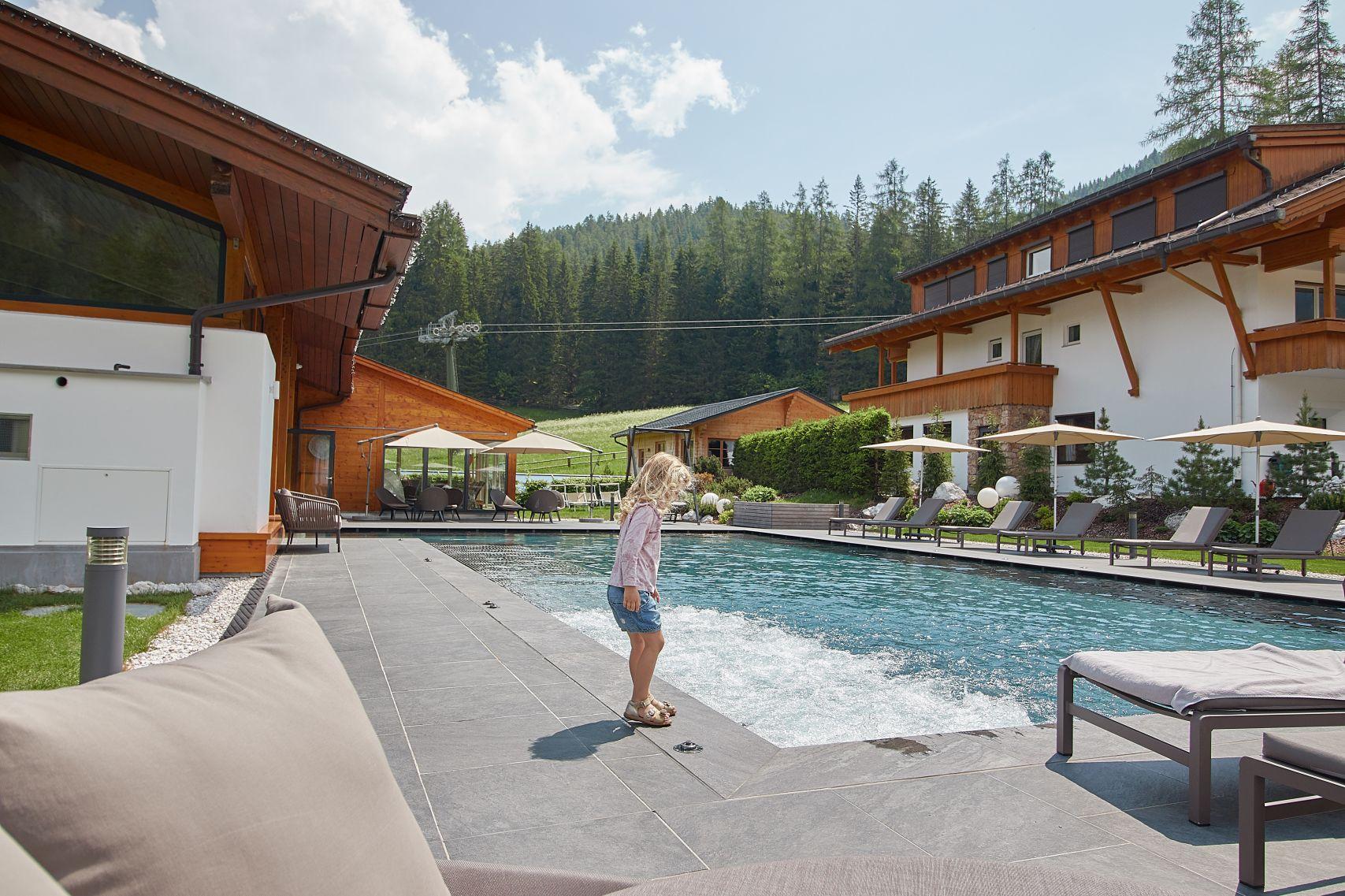Swimmingpool im Bad Moos Dolomites Spa Resort