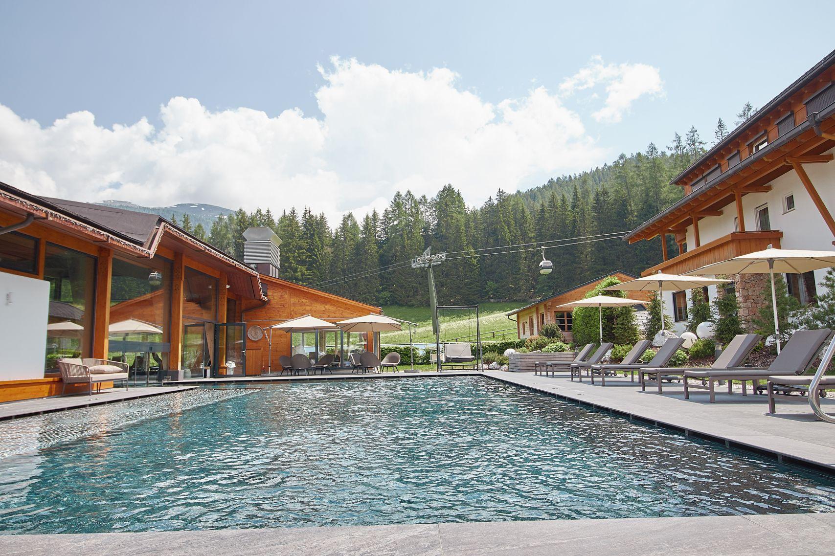 Seilbahn neben dem Bad Moos Dolomites Spa Resort