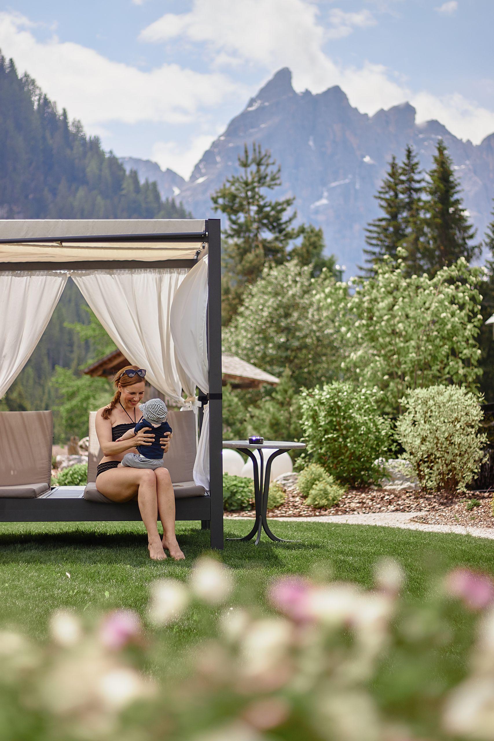 Bad Moos Dolomites Spa Resort in Sexten mit Blick auf die Drei Zinnen