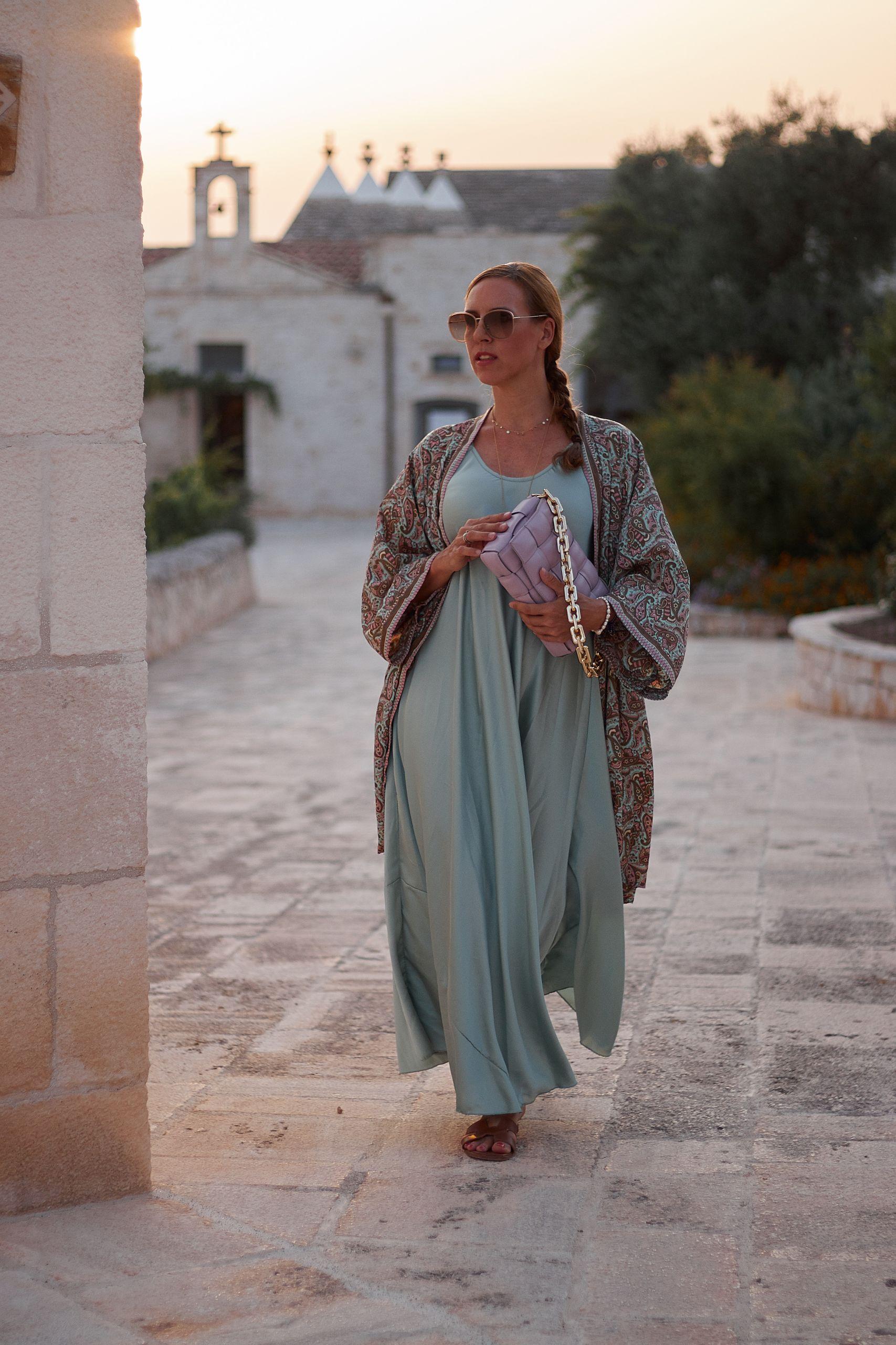 Kimono Style zum Kleid für abendliche Anlässe elegant kombiniert in der Masseria Griecoa