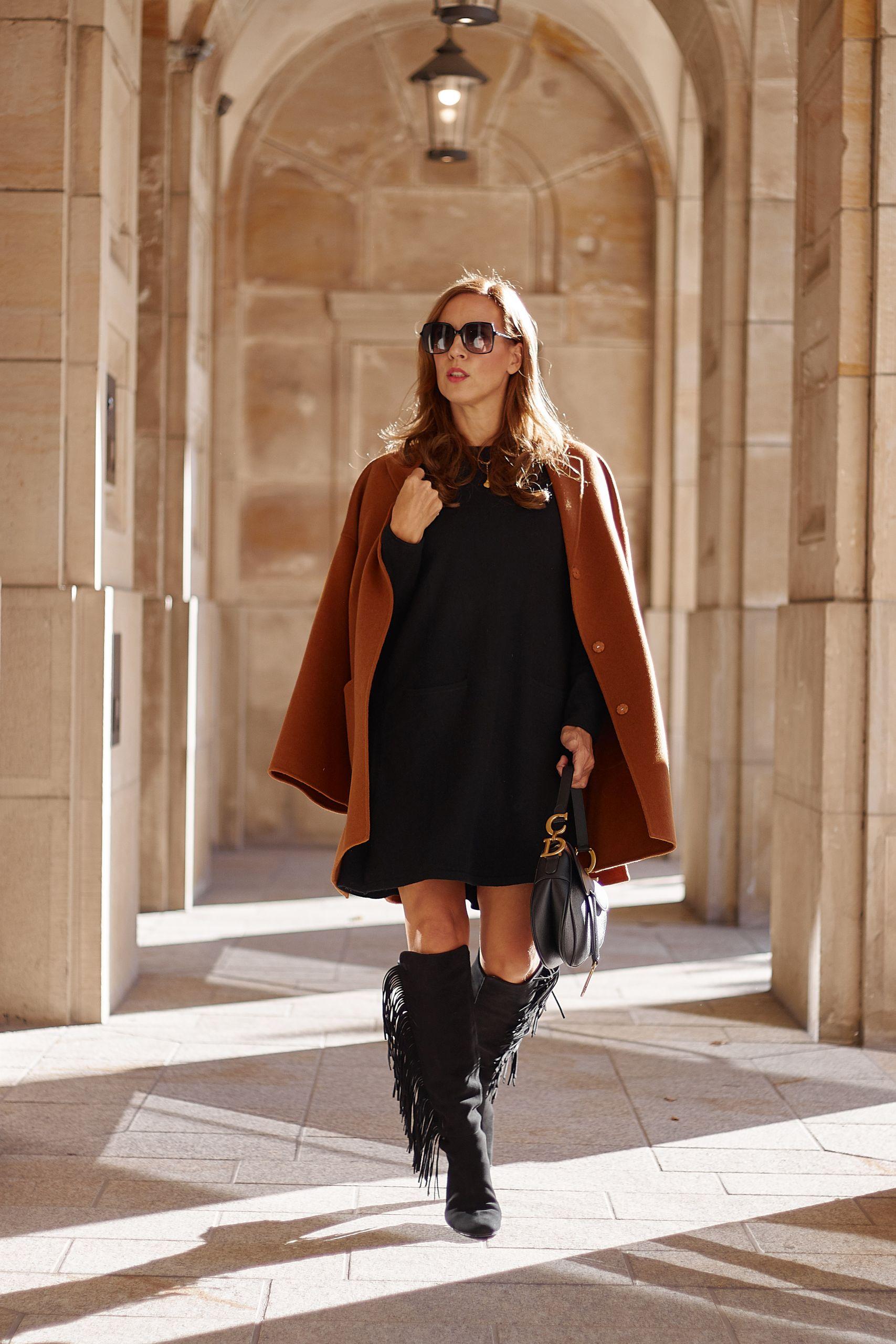 Brunate Stiefel zum Peter Hahn Kaschmir Kleid und zur Dior Saddle Bag in den Stadthöfen Hamburg