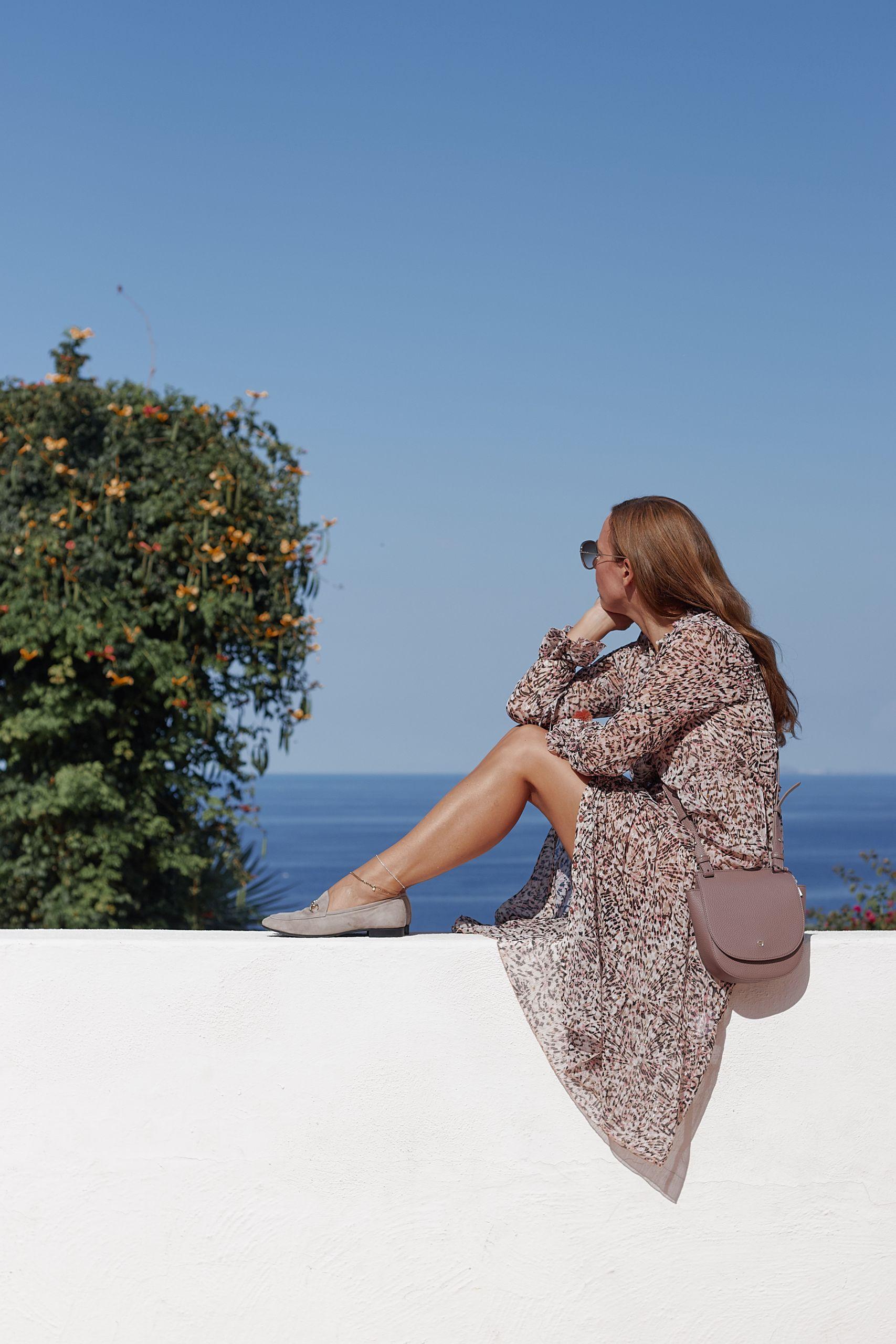 Slipper von Raffaele Riccardi Schuhe zu Maxikleid und Aigner Tasche im Giardino Ravino Forio