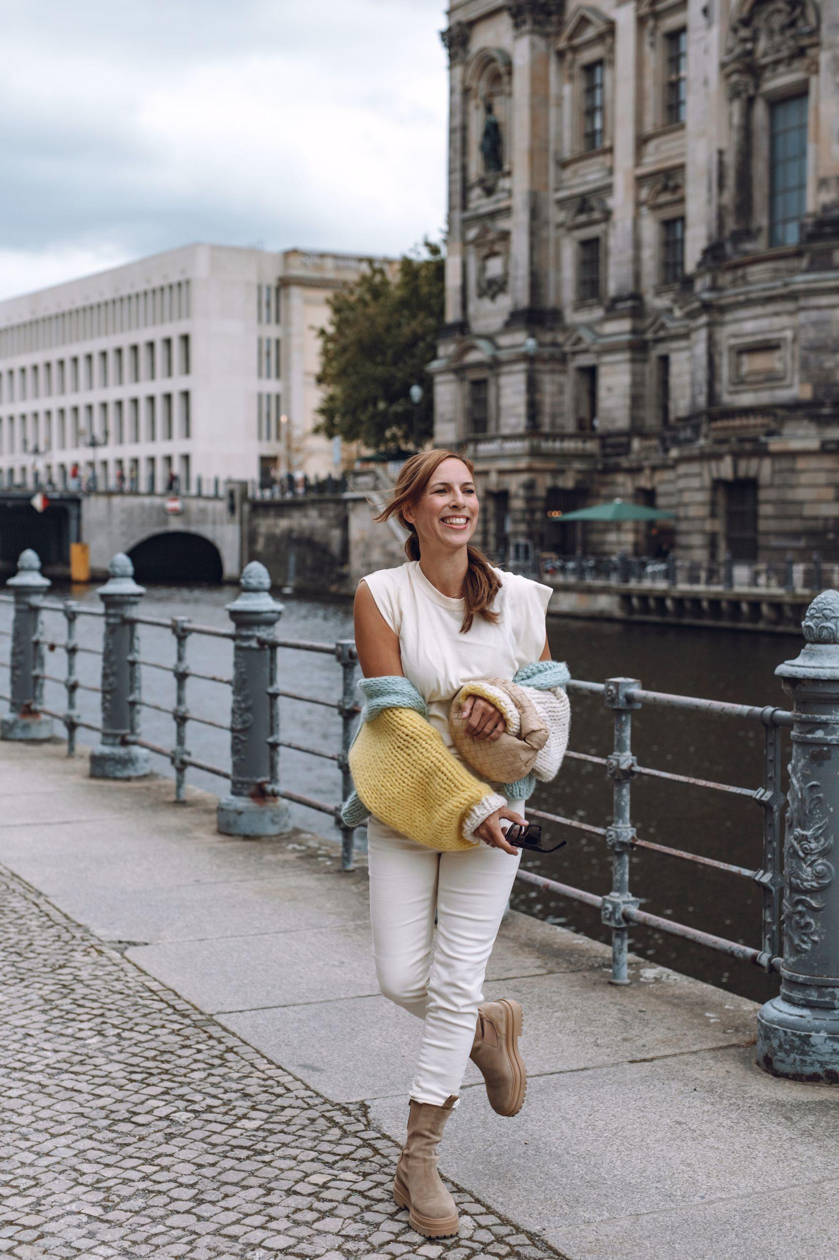 Ein Tag in Berlin auf der Museumsinsel mit Raffaele Riccardi Boots und Bottega Veneta Jodie Bag